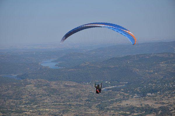 Volar en parapente en Cebreros
