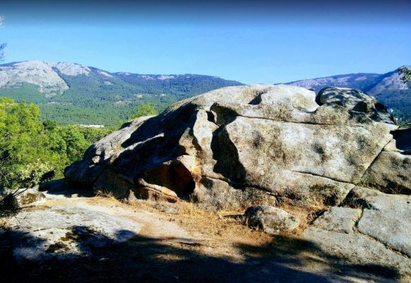 Escalada-en-El-Escorial_Boulder-Silla-de-Felipe-II