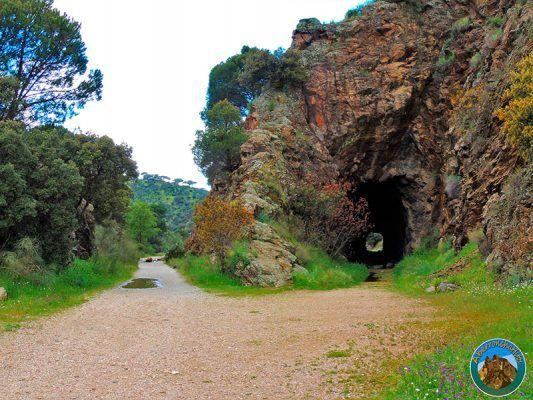 ruta senderismo embalse de picadas